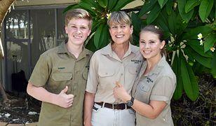 """Robert, Terri i Bindi Irwinowie kontynuują dzieło """"łowcy krokodyli"""""""