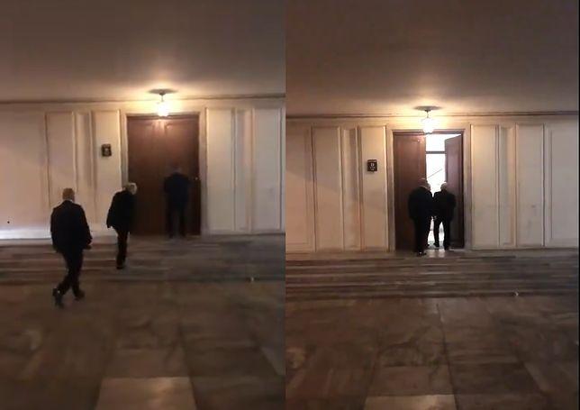 Sejm. Jarosław Kaczyński wchodzi do budynku parlamentu