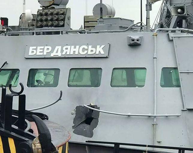 """Ukraiński MON pokazał zdjęcie ostrzelanego przez Rosjan kutra """"Berdiańsk"""""""