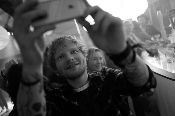 Ed Sheeran słynie z dobrego kontaktu z fanami