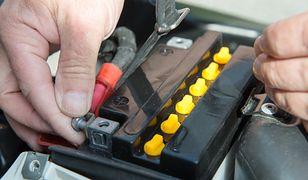 Jak zadbać o akumulator motocyklowy zimą? Oto 2 sprawdzone sposoby