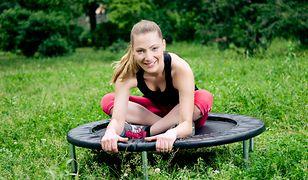 Ćwiczenia na trampolinach szybko pomogą się uporać z nadmiernymi kilogramami.
