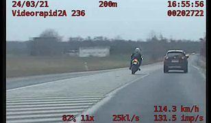 Pościg jak z filmów akcji. Motocyklista jadąc ponad 200 km/h uciekł przed policją