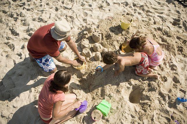 48 proc. Polaków nie chce oglądać nagich dzieci na plażach. Zapytaliśmy dlaczego