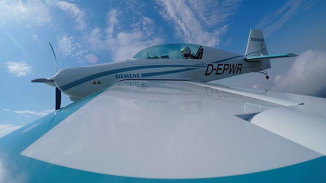 Nowy rekord prędkości elektrycznego samolotu. Maszyna z silnikiem Siemensa osiągnęła prędkość 343 km/h