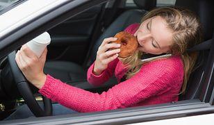 Kawa, ciastko i muzyka? To nie kawiarnia, to przeciętny polski samochód