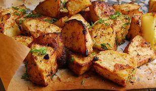 Złociste pieczone ziemniaki. Sekret tkwi w szczegółach