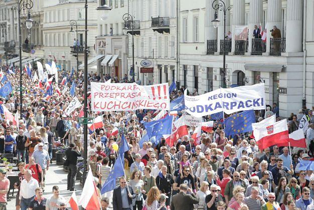 Grupiński po marszu KOD: od wizyty papieża w 1979 r. nie było takiego przekłamania liczby uczestników. Sasin: dane policji bardziej wiarygodne