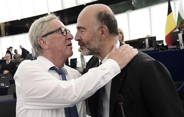 Przewodniczący KE Juncker z komisarzem Moscovicim