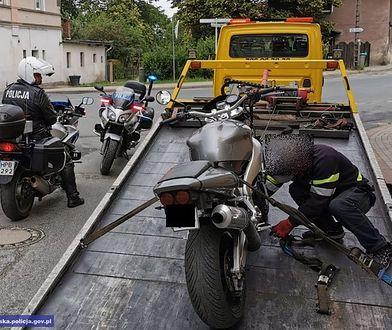 Bez kasku, uprawnień i z zakazem prowadzenia. Policjanci zatrzymali 15-latka na motocyklu