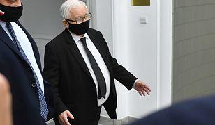 Jarosław Kaczyński z obstawą. Widziano, jak do kościoła wiozła go kolumna 4 aut