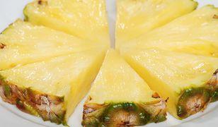 Ananas to słodki i niskokaloryczny owoc