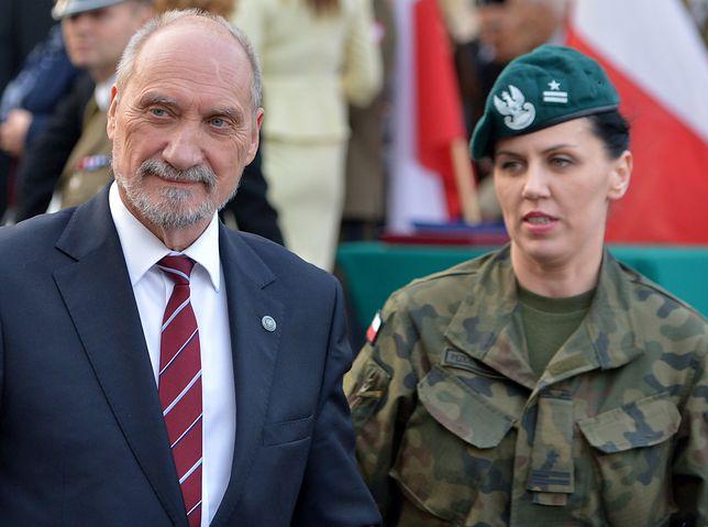 Szef MON Antoni Macierewicz i jego rzeczniczka major Anna Pęzioł-Wójtowicz.