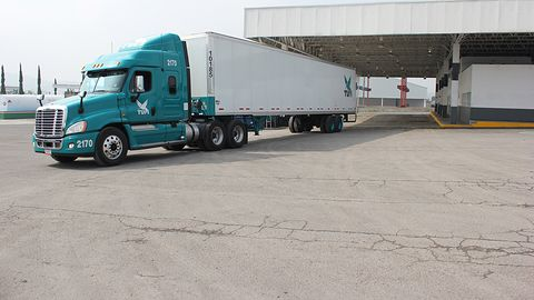 Autonomiczne ciężarówki w USA: trwają testy dostarczania przesyłek