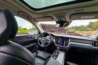 Volvo V60 Cross Country: System info-rozrywki, audio Bowers & Wilkins i systemy bezpieczeństwa - Nowoczesne technologie i gadżety są ukryte, aby nie rozpraszać kierowcy podczas jazdy