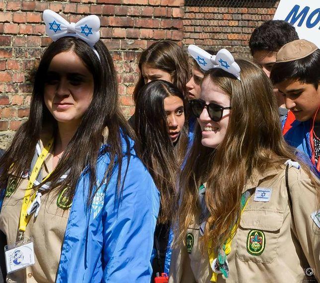 Niegodne zachowania zagranicznych turystów w Auschwitz