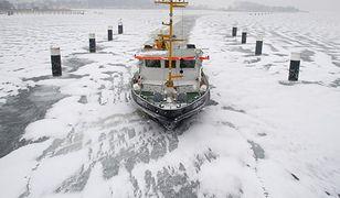 Lodołamacze wypłynęły na Wisłę; skruszą lód u ujścia rzeki