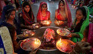 Kobiety w Indiach w czasie rytuału religijnego