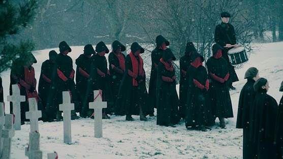 """Serial """"Opowieść podręcznej 2"""" już niedługo w Polsce. Jeszcze mocniejszy niż """"Black Mirror""""?"""