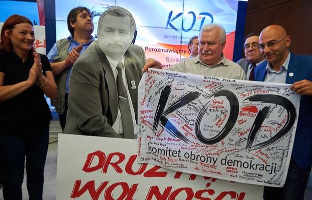 Lech Wałęsa na spotkaniu z przedstawicielami Komitetu Obrony Demokracji