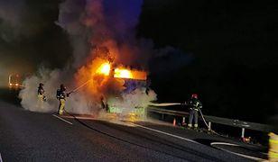 Trasa S8. Pożar autobusu. Ogień gasili strażacy