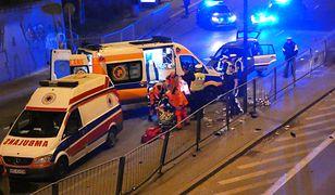 Tragiczny wypadek w Warszawie. Motocyklista wjechał w barierki