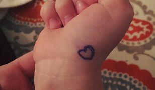 Narysowała na rączce syna serduszko. Miała ku temu ważny powód