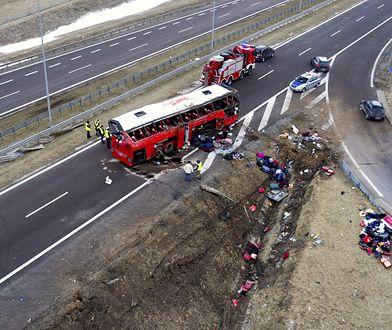 """Tragedia na A4. Świadkowie: """"to była masakra"""". Zdjęcia z wypadku przerażają"""