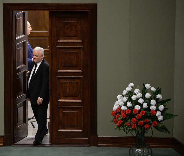 """Sejmowe bukiety będą biało-czerwone. """"Porządek musi być"""""""