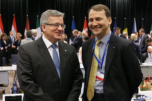 CBOS: Komorowski i Sikorski liderami rankingu zaufania