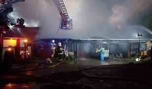 Kościerzyna. Gigantyczny pożar stolarni. Ranny strażak