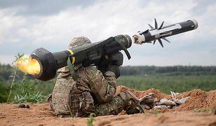 Amerykański żołnierz z rakietą Javelin podczas ćwiczeń w Estonii