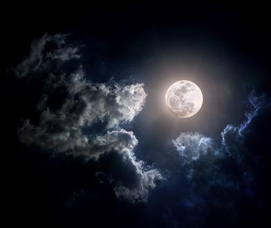 Pełnia Robaczego Księżyca 2019 - sprawdź, kiedy oglądać Księżyc w ostatniej, zimowej pełni