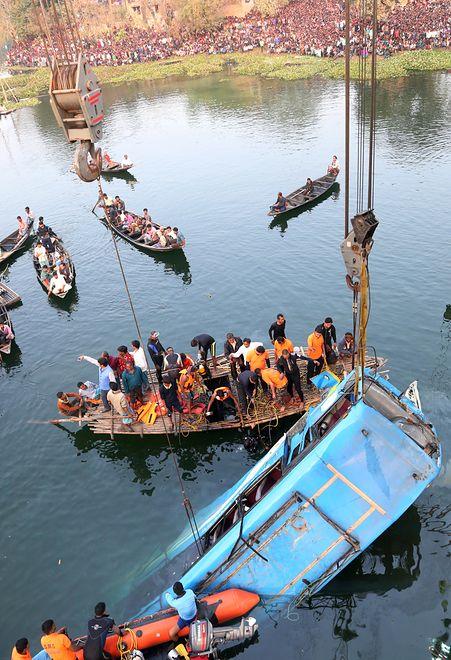 Indie: Wypadek autobusu. Zginęło co najmniej 36 osób