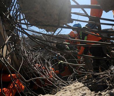 Tsunami w Indonezji. Wciąż przybywa ofiar, wzrasta liczba rannych. Mieszkańcy przerażeni