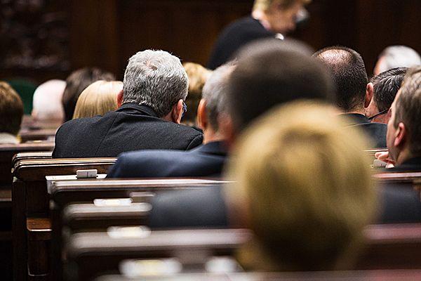 Uprawnienia byłych parlamentarzystów: wcześniejsze emerytury, odprawy, zasiłki