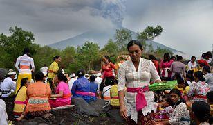 Mieszkańcy Bali modlą się o bezpieczeństwo w obliczu wybuchu wulkanu Agung