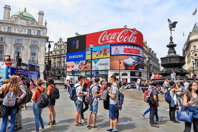 Londyn - zgasły reklamy na Piccadilly Circus
