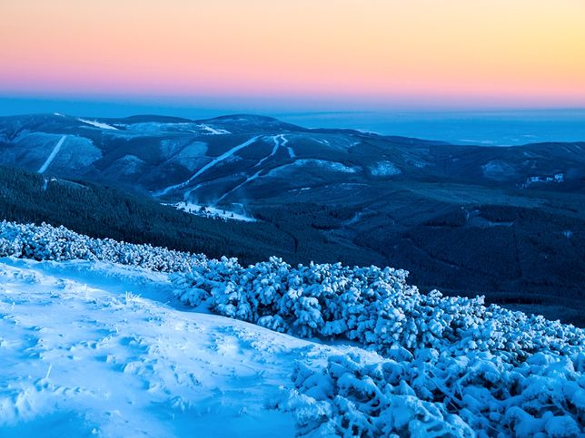 Karkonosze i Sudety przyciągają turystów zarówno latem, jak i zimą