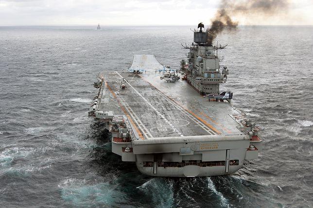 """Rosja zbuduje lotniskowiec o napędzie atomowym. Nowy projekt Władimira Putina. Na zdjęciu lotniskowiec """"Admirał Kuzniecow"""""""