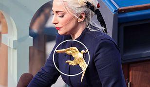 Lady Gaga zaśpiewała hymn na inauguracji prezydenta USA Joego Bidena. Wszyscy patrzyli na złotą przypinkę