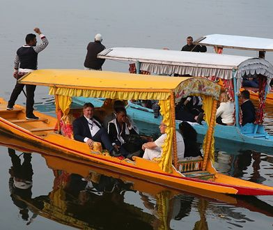 Europoseł PiS Bogdan Rzońca podczas wizyty nad Jeziorem Dal w indyjskim Kaszmirze