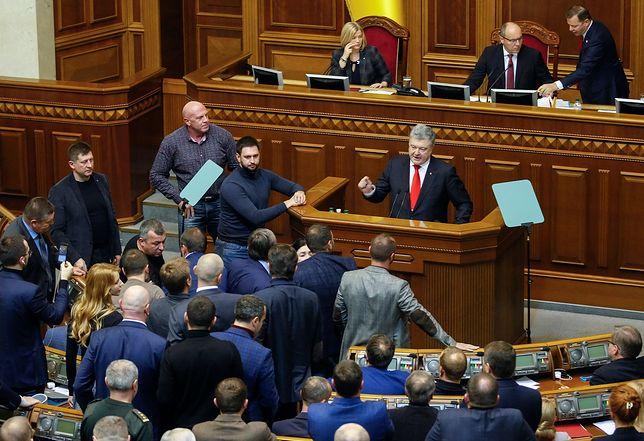 Petro Poroszenko podczas debaty nad wprowadzeniem na Ukrainie stanu wojennego