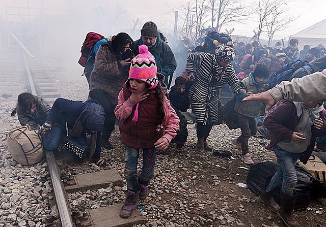 Dantejskie sceny na granicy grecko-macedońskiej - zdjęcia