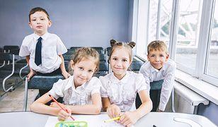 Strój dziecka wpływa na jego samopoczucie w nowym przedszkolu lub szkole