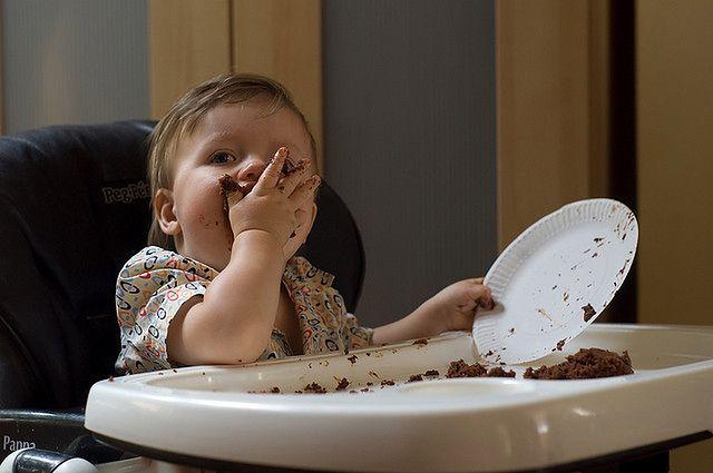 Nie obawiaj się bałaganu, który dziecko robi w trakcie jedzenia