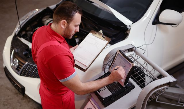 Czy kupowane auto zostało poddane wymaganej akcji naprawczej? Prawie nikt tego nie sprawdza!