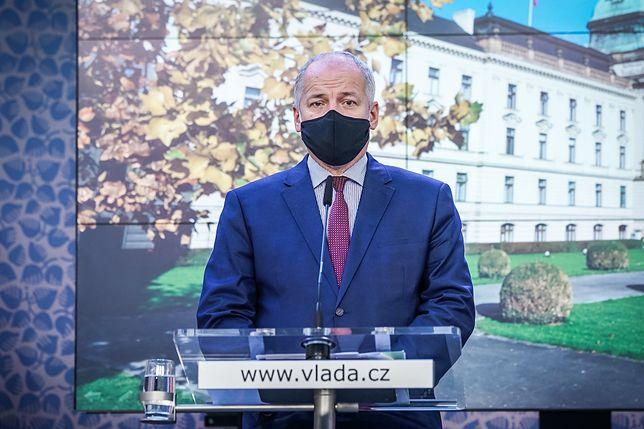 Koronawirus. Czechy. Wpadka ministra zdrowia. Dał się przyłapać bez maseczki, w restauracji, którą zamknął