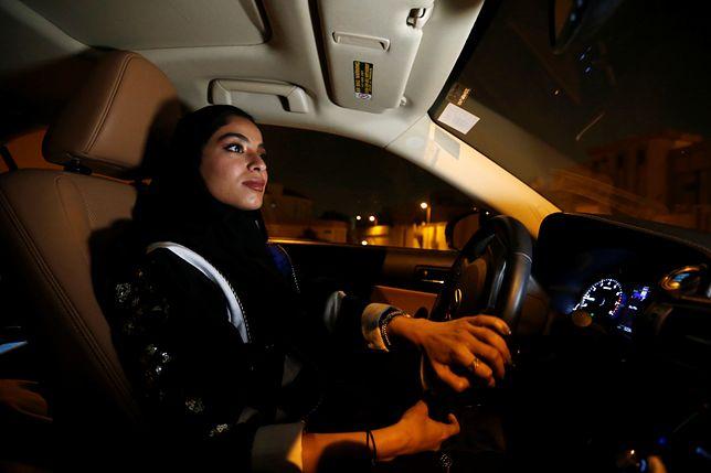 """Kobiety w Arabii Saudyjskiej mogą prowadzić samochody. Jednak nadal muszą mieć """"opiekunów"""""""