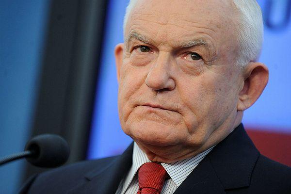 Miller ocenił kandydatów PO i PiS na prezydenta. Spytany o Ogórek, zaczął się śmiać